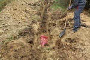 Zasypávání pískem, kabel musí být jak v bavlnce